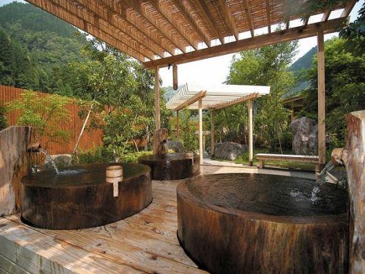 spa em casa com ofurô de madeira