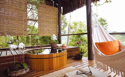 spa em casa com ofurô e deck