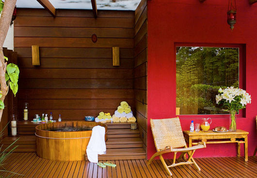 spa em casa com ofurô lado externo