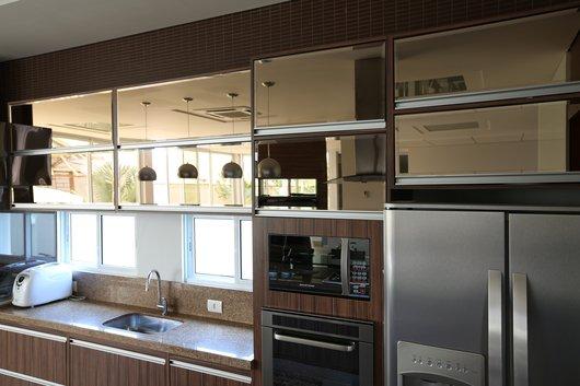 vidro reflecta na cozinha