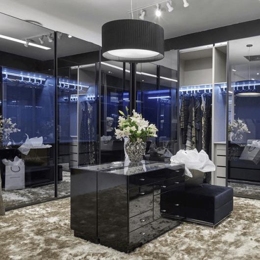 vidro reflecta no quarto
