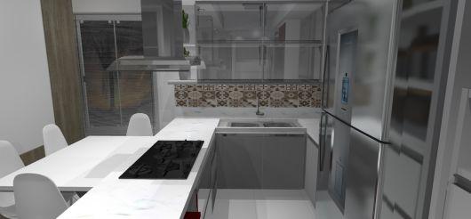 vidro reflecta prata na cozinha