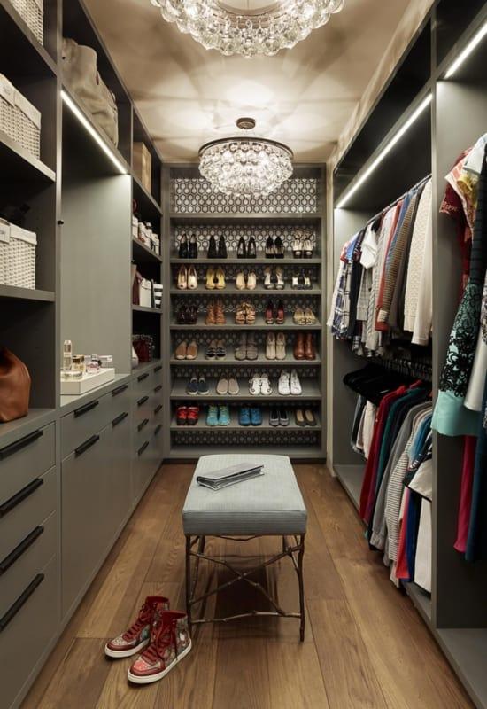 Closet cinza fendi moderno