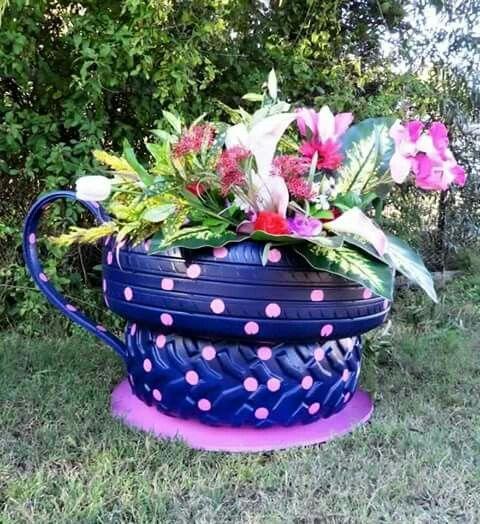 xícara de pneu jardim
