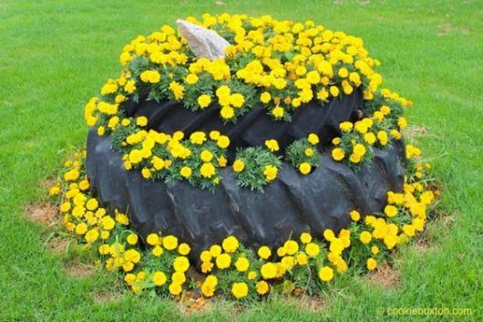 jardim decorado com pneu de trator