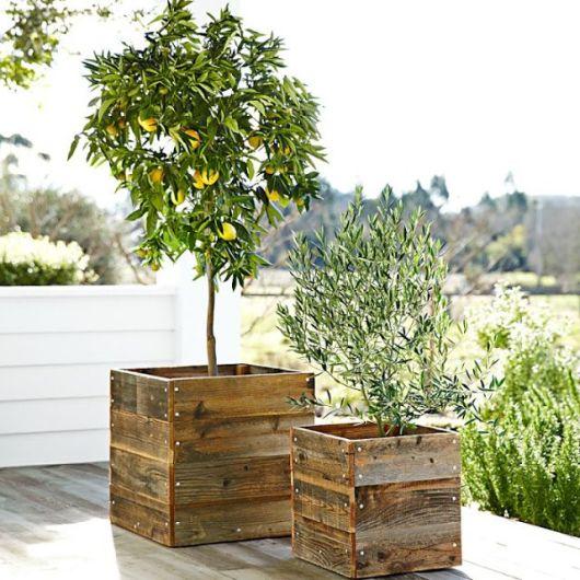 Artesanato em madeira 69 ideias incr veis e tutoriais - Pedestal para plantas ...