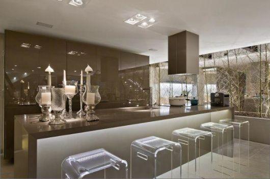 cor fendi na decoração na cozinha sofisticada