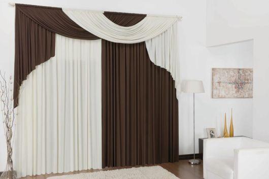 cortinas para sala com bandô marrom