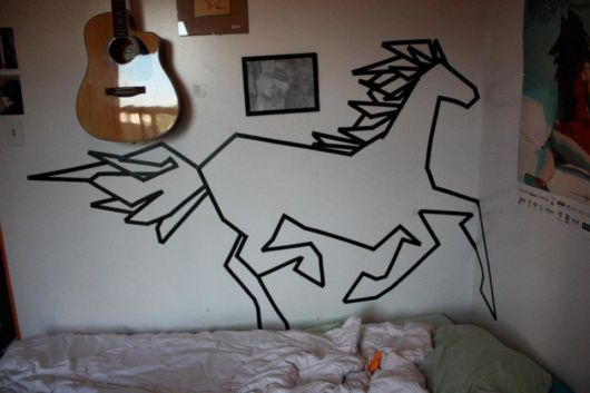 decoração com fita isolante animal