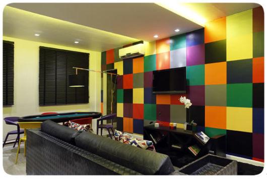 decoração com papel contact colorido na sala