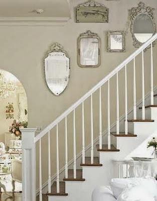 decoração de escada com espelhos