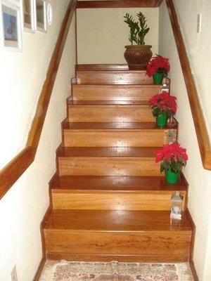 decoração de escada com flores