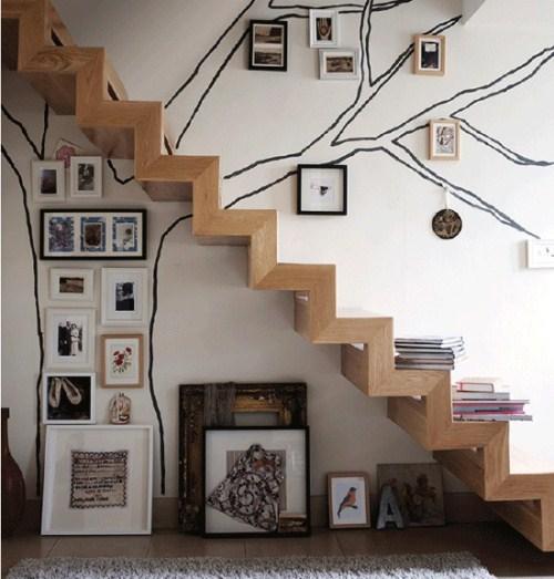decoração de escada com fotos árvore genealógica