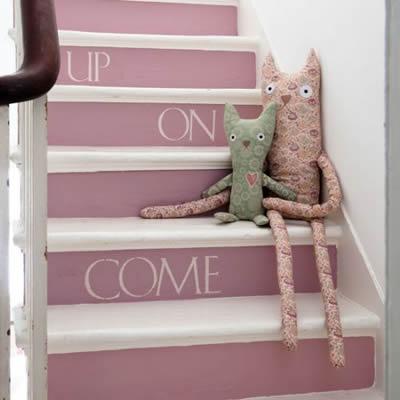 decoração de escada com papel adesivo
