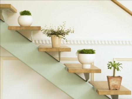 decoração de escada com plantas