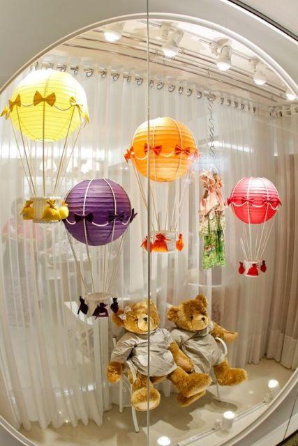 decoração de vitrine moda bebê