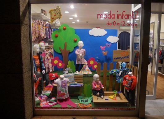 decoração de vitrine ramo infantil