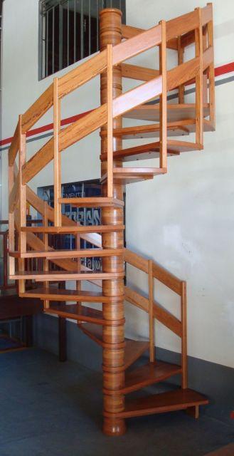 escada espiral madeira
