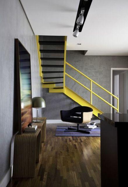 decoracao de sala unica:quadro apoiado é uma tendência da decoração moderna