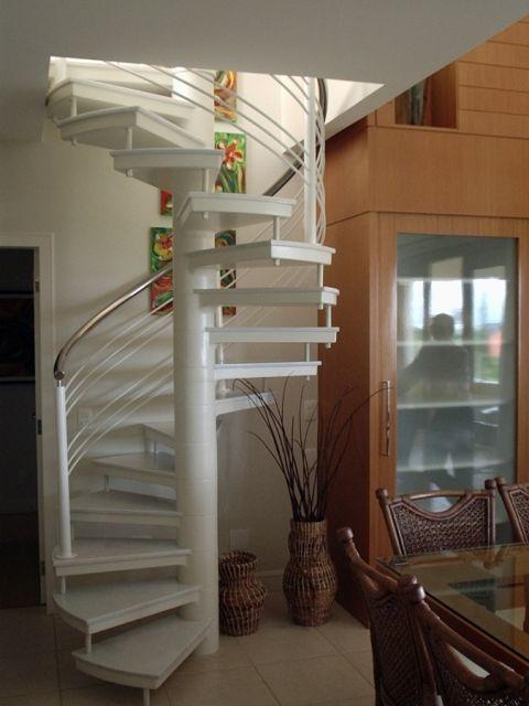 escada caracol sala de jantar