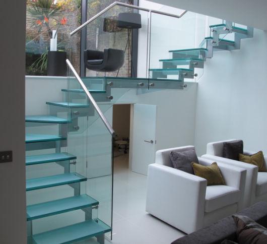 escada com vidro moderna