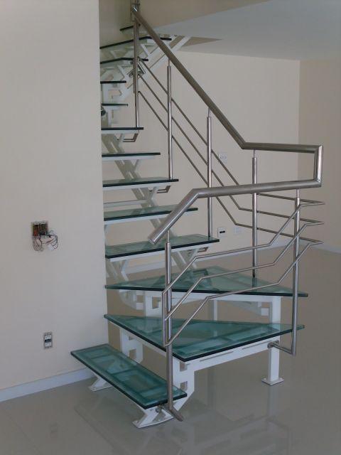 escada de ferro e vidro