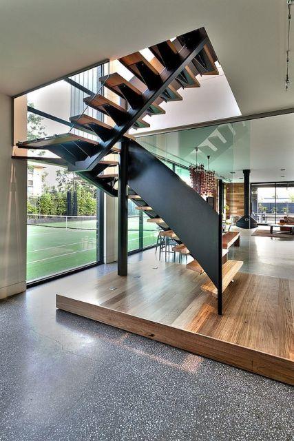 casa com parede de vidro