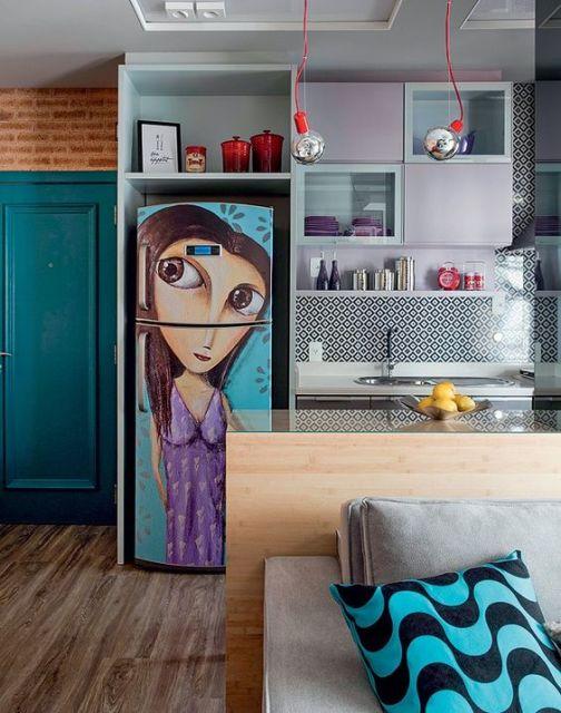 geladeira colorida adesivada