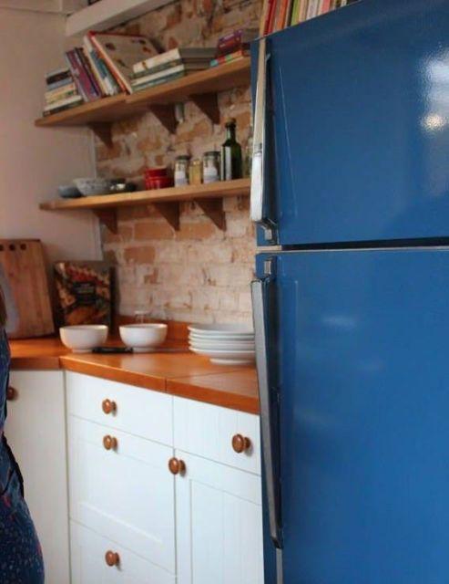 geladeira colorida pintada de azul