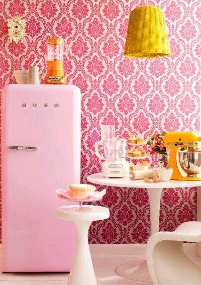 geladeira colorida rosa
