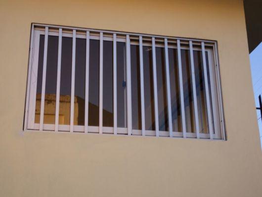 janela de inox com grade