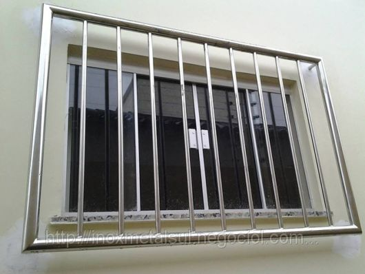 janela blindex com grade de inox
