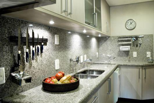 cozinha com granito prata