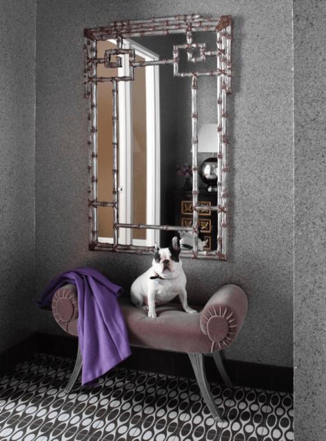hall de entrada pequeno decorado com espelho