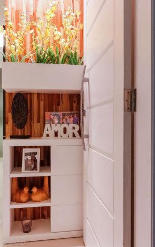 hall de entrada pequeno decorado com nichos diferentes