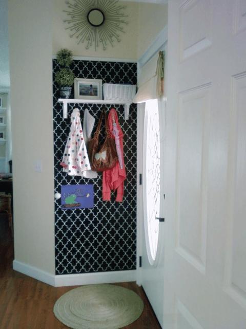hall de entrada pequeno decorado com papel de parede