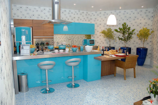 móveis coloridos cozinha moderna