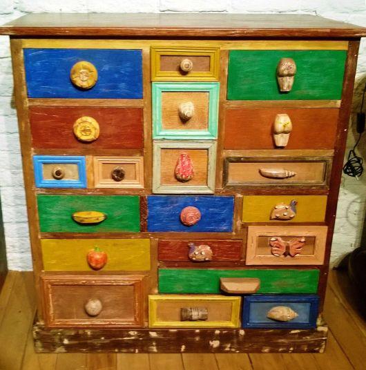 móveis coloridos gaveteiros rústicos