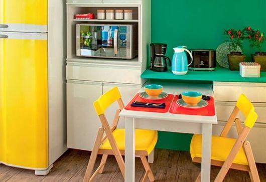 móveis coloridos geométricos