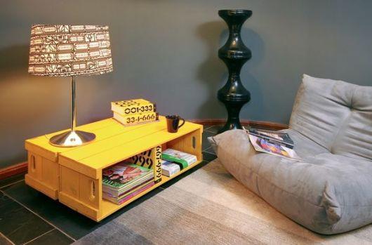 móveis coloridos mesa