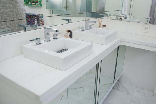 banheiro com bancada Thassos