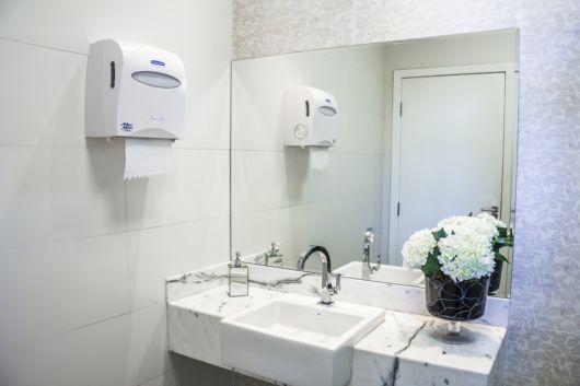 banheiro mármore carrarinha