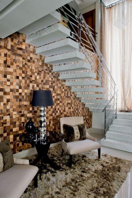 parede com cubos de madeira