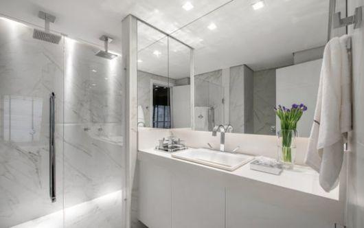 banheiro mármore carrara