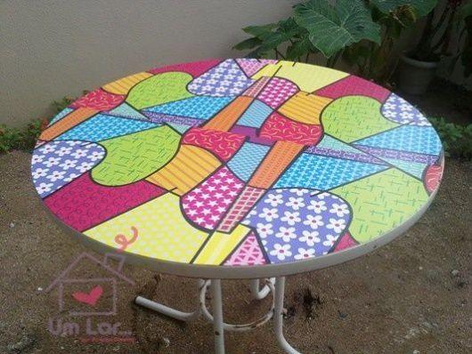 mesa com papel contact