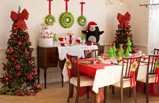mesa de natal com doces separados
