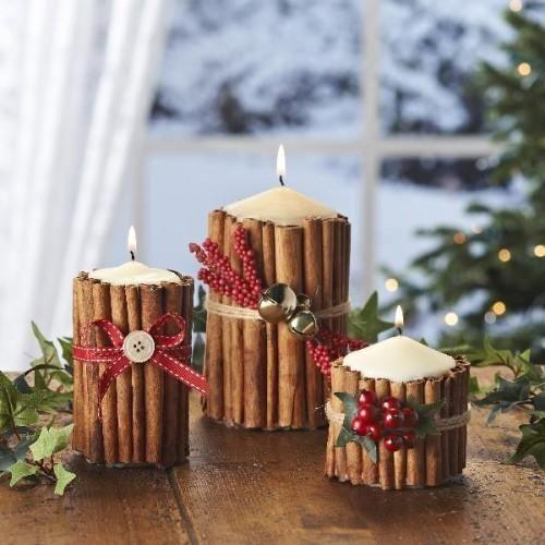 mesa de natal com velas com canela