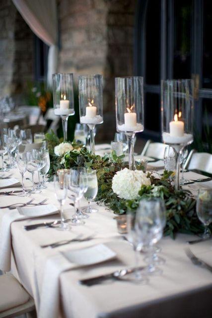 mesa de natal com velas em taças