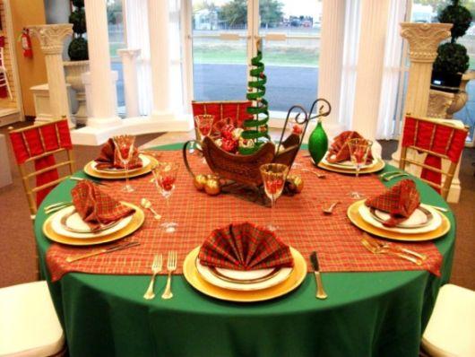 mesa de natal simples e pequena