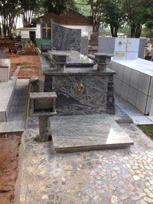 modelos de túmulos feito de granito